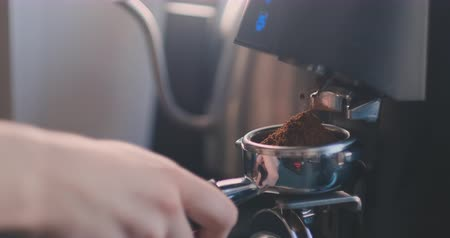 grãos de café : Making Fresh coffee going out from a coffee espresso machine. Shoot on Digital Cinema Camera in slow motion