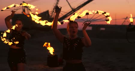 abandonar : Fire show artist breathe fire in the dark at abandon building, slow motion. Fire in heart shape