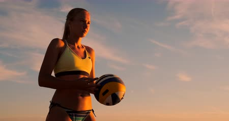 voleybol : Young girl jump serve volleyball on the beach, slow motion.