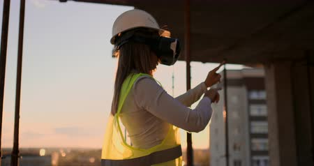 жилет : Woman worker wearing reflective vest have experience with VR headset.