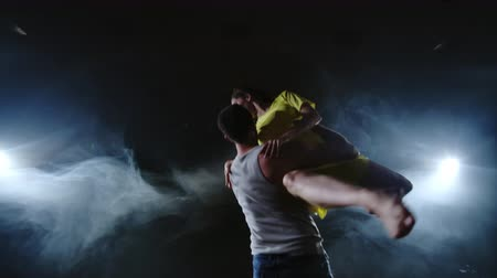 balerína : a couple of dancers on stage in smoke and spotlights Dostupné videozáznamy