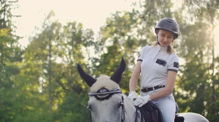 верхом : Unforgettable moments with lovely horse