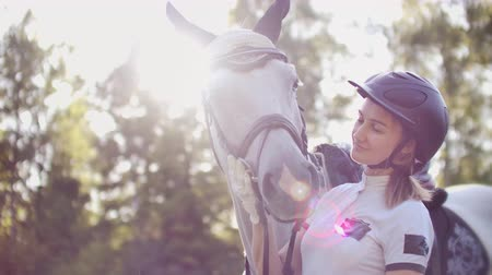 salto ostacoli : Love and care from women to her horse