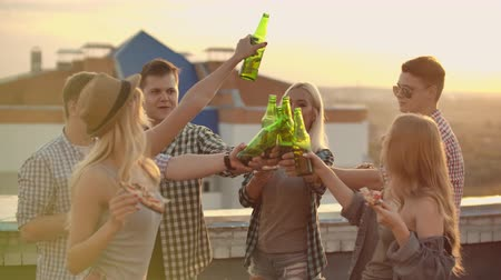 yirmi : Russian people drinks beer on the party Stok Video