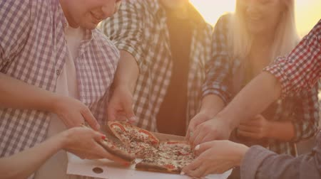 yirmi : A company of six young people eats pizza together