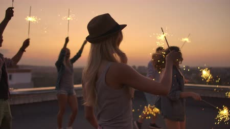 ziyafet : Young women in the hat is dancing on the party Stok Video