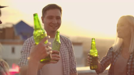 ziyafet : Beer party on the roof Stok Video