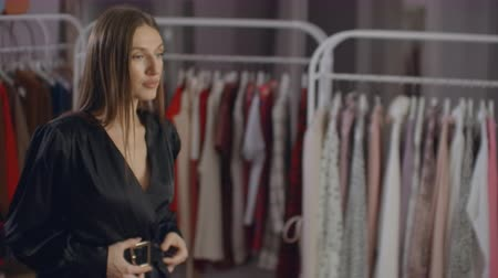 cambio de look : Woman wear the white dress in the checkroom. Fashionable european girl looking in the mirror in fitting room. Young and happy female in clothes store smiling and choosing new things. Boutique.