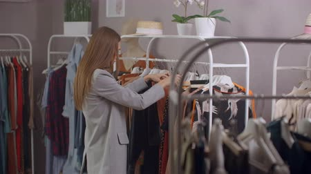 pitka : Sale - woman in dress store chooses a clothes - shopping concept. Close up Dostupné videozáznamy