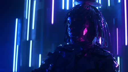 különc : A steel man in a sparkling reflective suit shakes his head in rhythm. Neon light, Blue-violet light. Show dancer