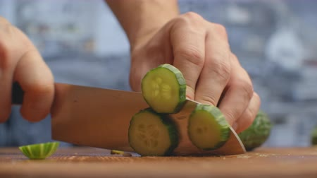 abobrinha : Cut a knife on a wooden board closeup cucumbers in the kitchen. shred.