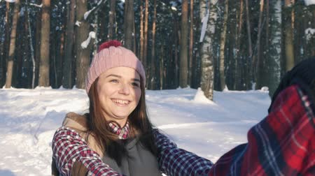 pletený : girl with a young man smiling, walking in the winter forest, sunny day Dostupné videozáznamy