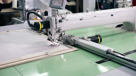 závit : Automatic embroidery machine work