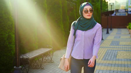 malaya : Stylish muslim woman in hijab and glasses,sunflare.Slow mo Stok Video