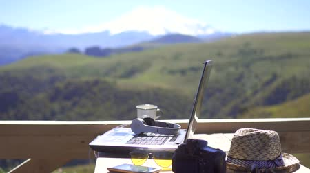 estudo : Work of a freelancer,the concept of freelancing,slow mo