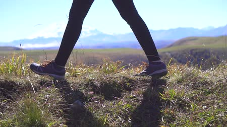 horská pastvina : Feet girl tourist the traveler the mountains in the close up,slow mo