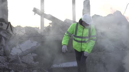 demolition : after the earthquake, a rescue worker is looking for missing people