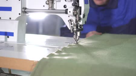 szewc : operation of the mechanism of the production sewing machine