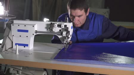 tecido : portrait of a man at a sewing machine at work