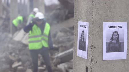 ilk yardım : announcement of the loss of a person on the background of the ruins of the house after the earthquake
