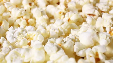 Popcorn popcorns rotating food texture closeup video footage. Studio lighting. Стоковые видеозаписи