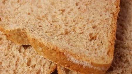 Bread slices. Whole grain breads rotating pattern macro texture background backdrop footage video. Стоковые видеозаписи