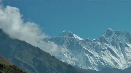 wspinaczka górska : Everest, the highest mountain in the world. Zoom detail top. Wideo