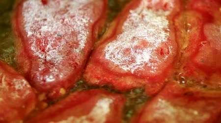 iştah : Cooking delicious fried red peppers closeup