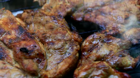 karkówka : Roasting fresh meat on barbecue closeup