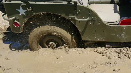 por que : wheel of military vehicle in the mud Stock Footage