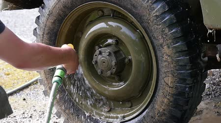 por que : young man cleaning the wheel of the vehicle, slow motion Stock Footage