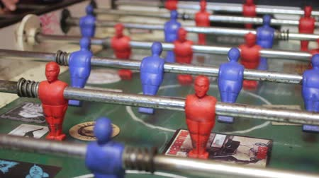 heykelcik : Close-up shot of people playing an old vintage game of fussball. Stok Video