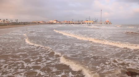 kerék : The Galveston Island Historic Pleasure Pier at the Gulf of Mexico coast in Texas. April 13, 2016 in Galveston, Texas, USA