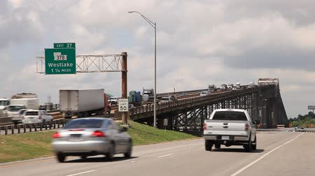 trace : Historische Calcasieu River Bridge of World War II Memorial Bridge uit 1951 in Westlake. 15 april 2016 in Westlake, Louisiana, Verenigde Staten