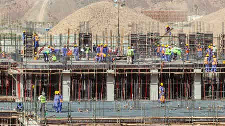 állványzat : Time lapse video of a busy construction site in Oman, Middle East