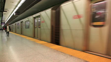 Toronto, Canada - Oct 12, 2017: Time lapse of a subway train arriving at the underground station in the city of Toronto. Province of Ontario, Canada Стоковые видеозаписи