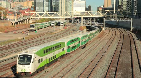 trener : Toronto, Canada - Oct 20, 2017: Time lapse of green double decker trains passing by in the city of Toronto. Province of Ontario, Canada