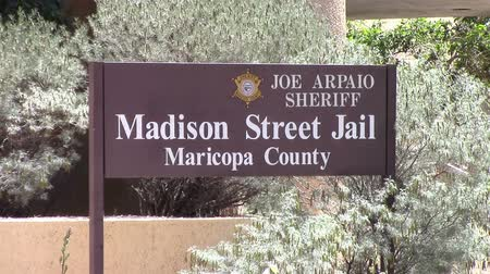 lét : Phoenix, Arizona, USA - April 20, 2015: The main county jail sign in Maricopa County, Arizona.  The sheriff Joe Arpaio has a reputation for being one of the toughest sheriffs in the nation.  Taken Apr 20, 2015