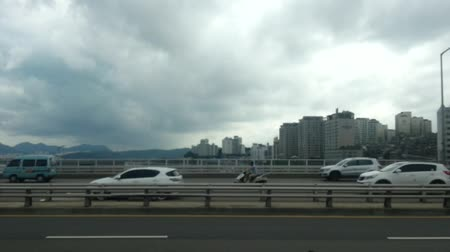 автобус : Han river bridge, street side view in a automobile car fast moving, Seoul, Korea