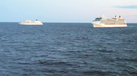 baltské moře : Two cruise liners in Baltic Sea
