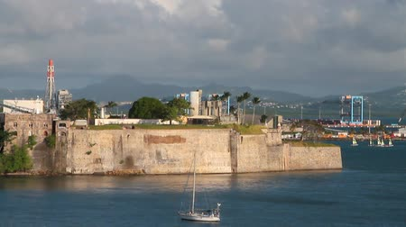 известное место : Sea gulf and fortress. Fort-de-France, Martinique