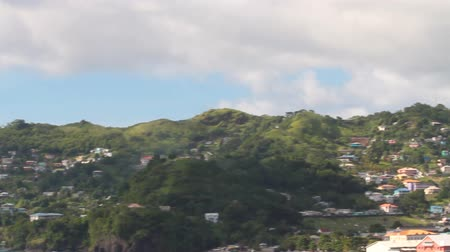 Baai, stad en bergen. Kingstown, Saint Vincent en de Grenadines Stockvideo