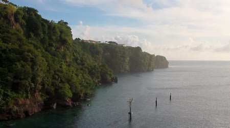 Kustlijn van tropisch eiland. Kingstown, Saint Vincent en de Grenadines Stockvideo