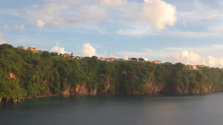 Panorama van de kust van tropisch eiland. Kingstown, Saint Vincent en de Grenadines