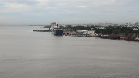Mouth of Ozama River en vrachthaven. Santo Domingo, Dominicaanse Republiek