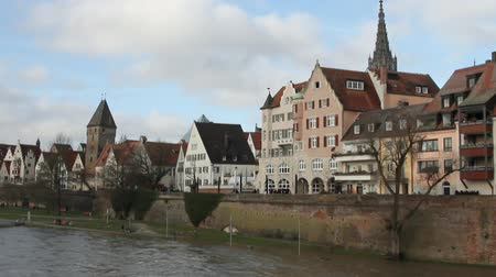 tuna : Danube River, embankment and city. Ulm, Baden-Wruttemberg, Germany