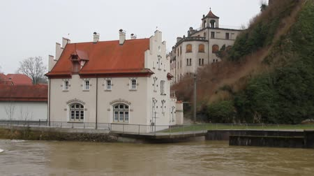 River and building ashore. Sigmaringen, Baden-Wurttemberg, Germany Stockvideo