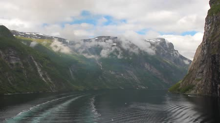 geiranger : Dead water trace from motor ship and Geirangerfjord. Stranda, Norway Stock Footage