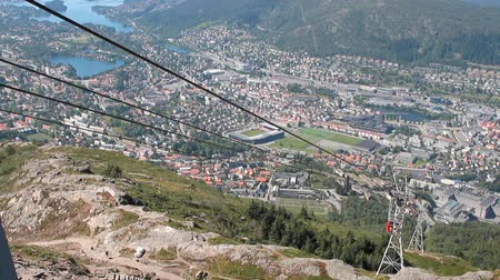 norueguês : Ropes of funicular and gondola. Bergen, Norway