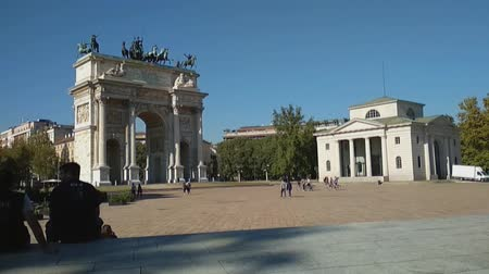 arco : Sempione Square and triumphal arch (Arco della Pace). Milan, Italy Stock Footage